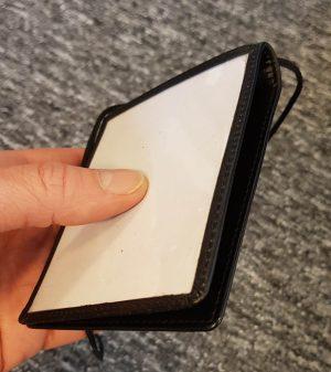 Dobbelt læder ID-kortholder åbnet